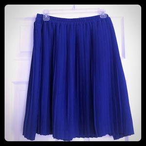 Banana Republic pleated royal blue skirt 14